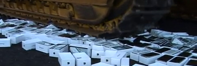 destruction-clones-chinois-iphone-bulldozer-video