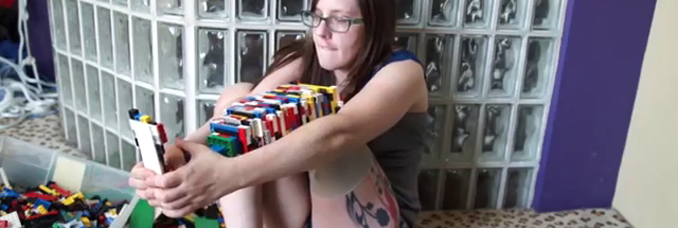prothese-jambe-lego-video